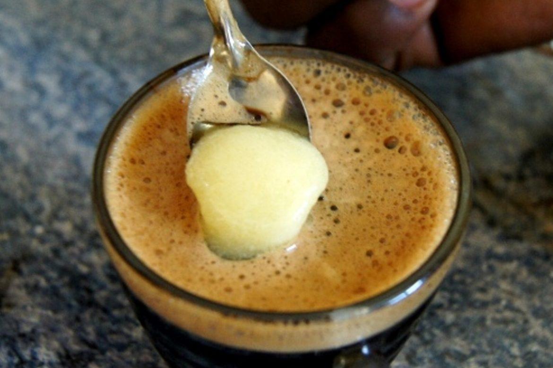 А вы никогда не пробовали положить сливочное масло в кофе? Прочитайте эту статью – и это войдёт в привычку