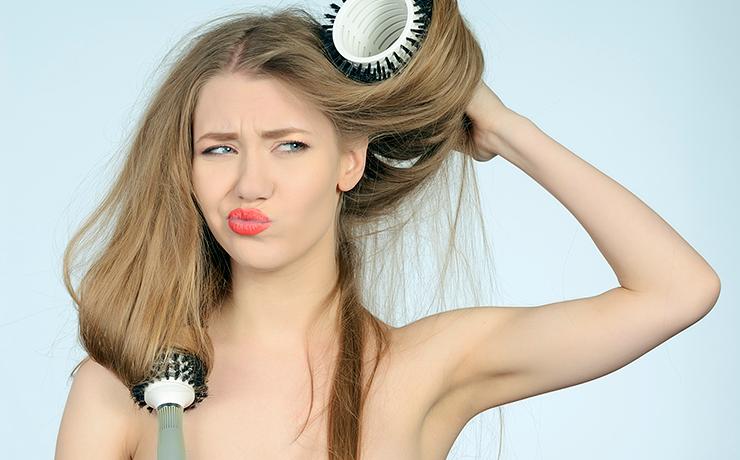 7 ошибок, которые делают женщины при выпрямлении волос
