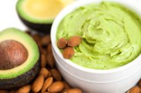 Авокадо и овсянка — отличная смесь для получения безупречной кожи
