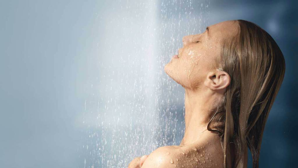 Почему не стоит ежедневно принимать душ