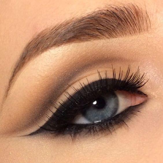 Правильно рисуем стрелки на глазах: 6 вариантов на любой случай