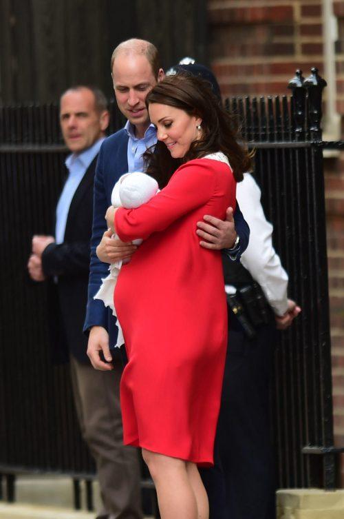 Кейт Миддлтон родила принца: появились первые фото новорожденного