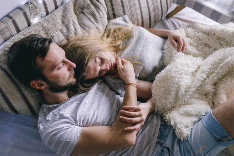 Чем полезен совместный сон с любимым человеком?