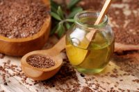 Льняное масло: кому, зачем и как применять