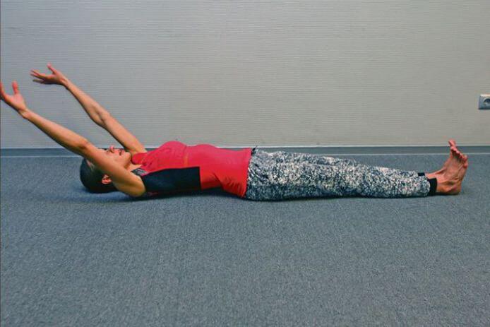 5 упражнений для поясницы, не вставая с постели