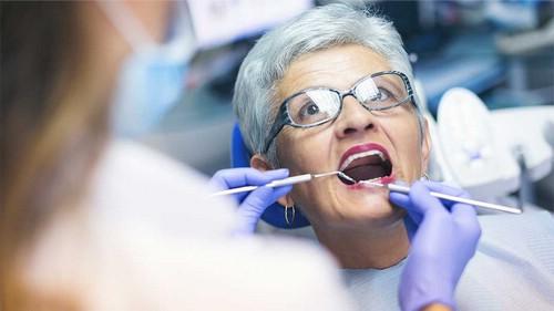 Услуги стоматолога в домашних условиях - востребованная помощь для пожилых людей