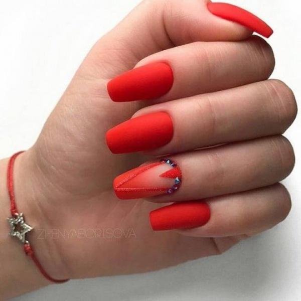 Красный маникюр всегда модный — потрясающе красивые идеи