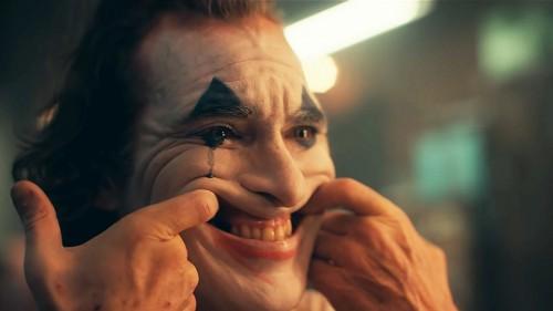 Темная сторона Артура Флека в финальном трейлере «Джокера»